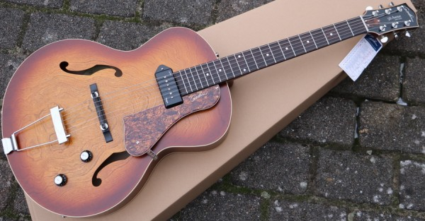 Godin - 5th Avenue Cognac Burst P90